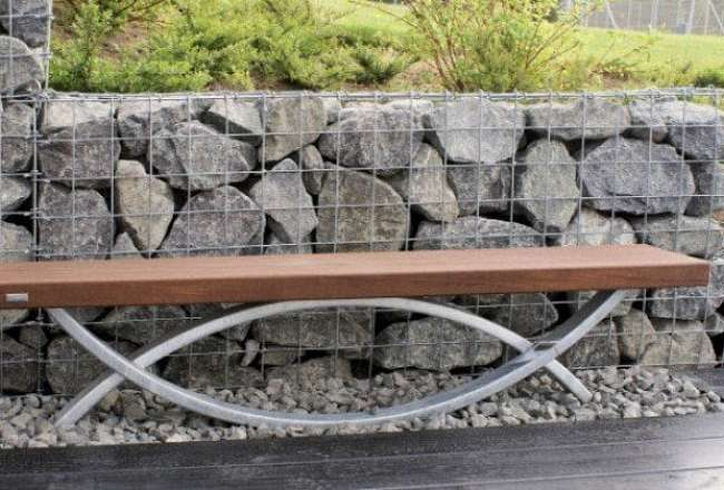 Thors Oftal bench in an outdoor environment