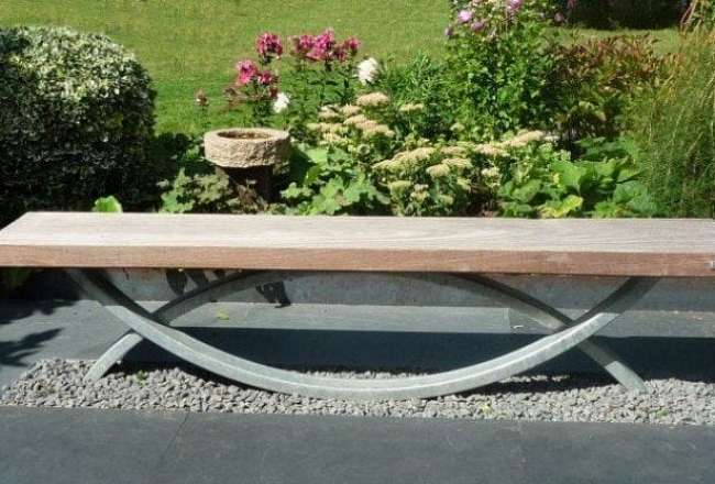 Oftal - an elegant garden bench made of steel and recycled wood