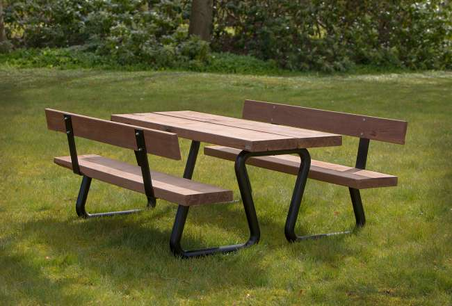 Omega outdoor dining set with black frame