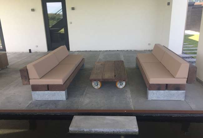 Thors Slinger and lounge table with cushions