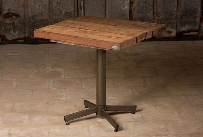 Café table with a rustic surface and metal legs 75x75cm