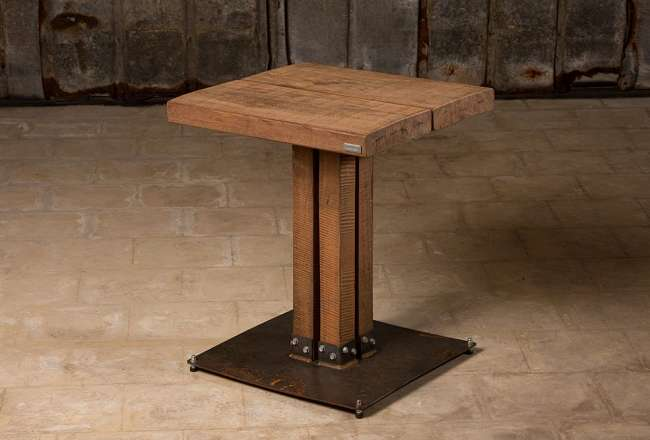 Café table with a rustic surface and kvatro legs