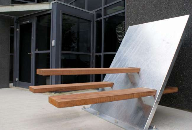 Thors VIP bench in galvanised steel and Azobé wood