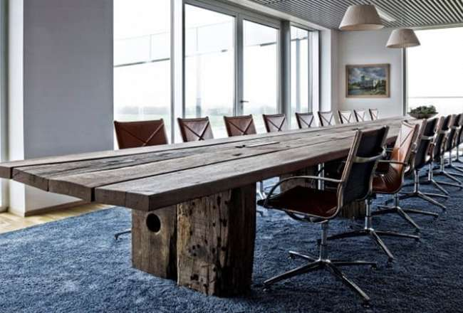 Thors Mosaic plank table in a meetingroom