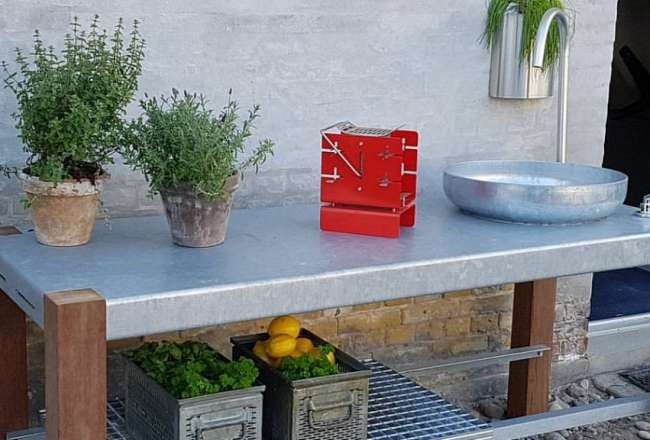 Thors Savra outdoor kitchen with sink and shelf
