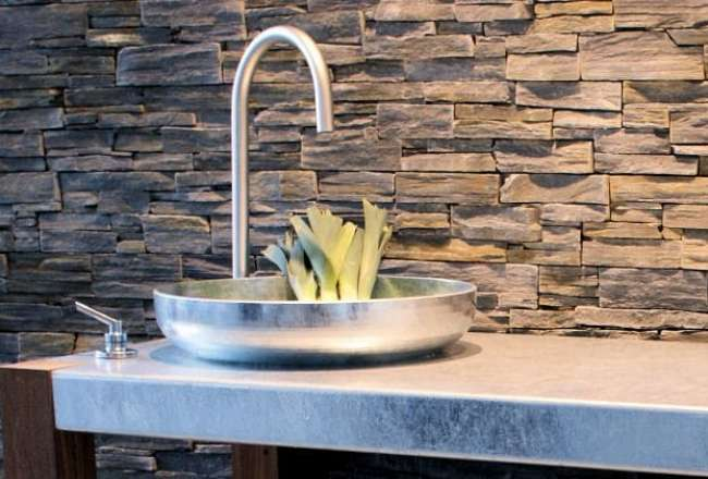 Thors outdoor kitchen with cold water