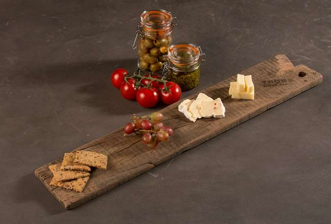 Thors Design tapas boards with cheese and fruit - the wood is verified to contain only natural oils
