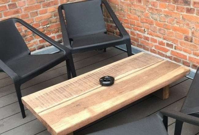 Thors Lounge table with a rustic surface