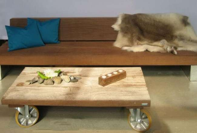 Thors Lounge table with wheels and a rustic (small) surface