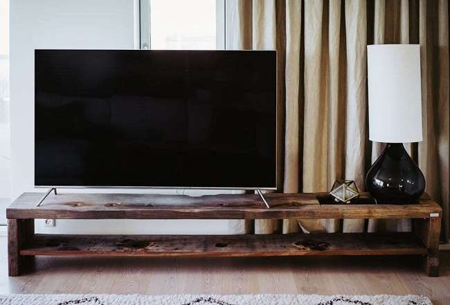 Thors Tv table with a shelf